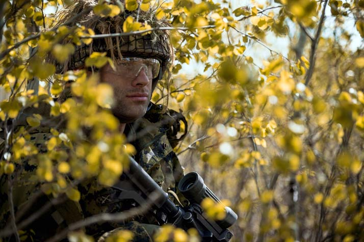 Private Christopher Lywood stands watch in the tree line during Exercise MAPLE RESOLVE, the largest and most comprehensive Canadian Army training event held each year in Wainwright, Alberta on May 16, 2017. Photo: Cpl Andrew Wesley, Directorate of Army Public Affairs LF03-2017-0068-008