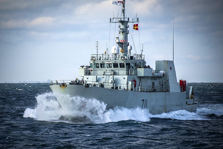 Her Majesty's Canadian Ship Summerside approaches Her Majesty's Canadian Ship Glace Bay during a resupply at sea in the Atlantic Ocean during Exercise BOLD ALLIGATOR on October 26, 2017. Photo: Corporal Trevor Matheson, 14 Wing Imaging GD08-2017-0639-001
