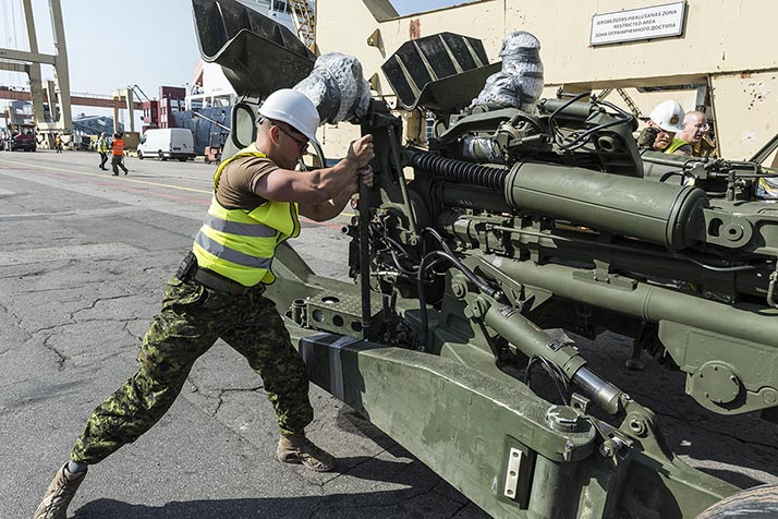 A member of the Canadian Armed Forces, prepares a M777 Howitzer gun for transport from Riga Port, Latvia, on August 12, 2017. The equipment and about 100 specialist personnel will support military exercises of NATO's enhanced Forward Presence Battlegroup Latvia, the Latvian National Armed Forces, and other NATO Allies as opportunities arise. RP13-2017-0050-031 Photo: Sergeant Bernie Kuhn, Task Force Latvia