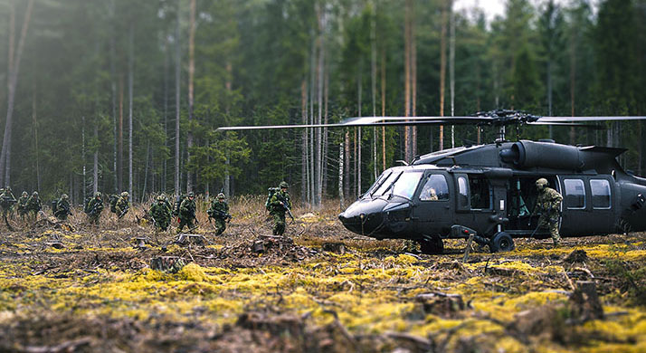 Canadian Armed Forces troops from the enhanced Forward Presence Battle Group Latvia emerge from the treeline to be extracted by UH-60 Black Hawk helicopters during Exercise CLAYMORE SOARING in the Meza Mackavici Training Area as part of Operation REASSURANCE on April 6, 2018. Photo: Cpl Desiree T. Bourdon, Task Force Latvia RP16-2018-0029-164