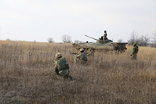 Starychi, Ukraine. 25 November 2015 – Ukrainian soldiers conduct platoon level operations under Canadian supervision during Operation UNIFIER at the International Peacekeeping and Security Centre (IPSC). (Photo: Joint Task Force Ukraine, DND)