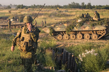 A Canadian soldier sends the signal to begin the simulated attack on a defensive position during a live firing exercise during Operation UNIFIER, in Starychi, Ukraine on 30 June 2016. (Photo: Joint Task Force Ukraine)